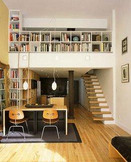 Biblioteca suspendata de tip loft