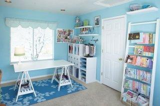 Camera de copil cu birou si biblioteca pentru carti
