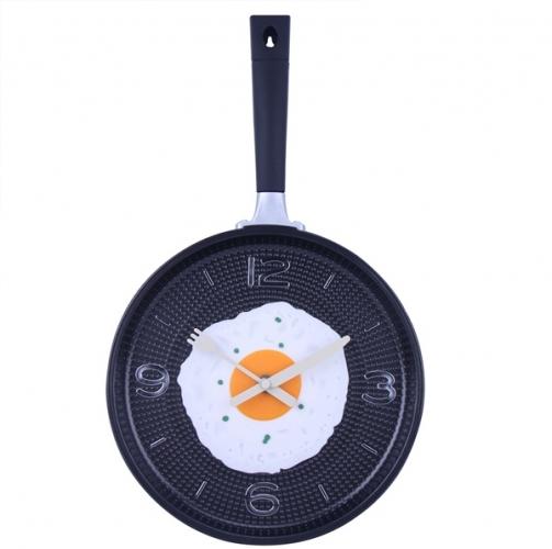 Model de ceas de bucatarie tigaie cu un ou ochi prajit