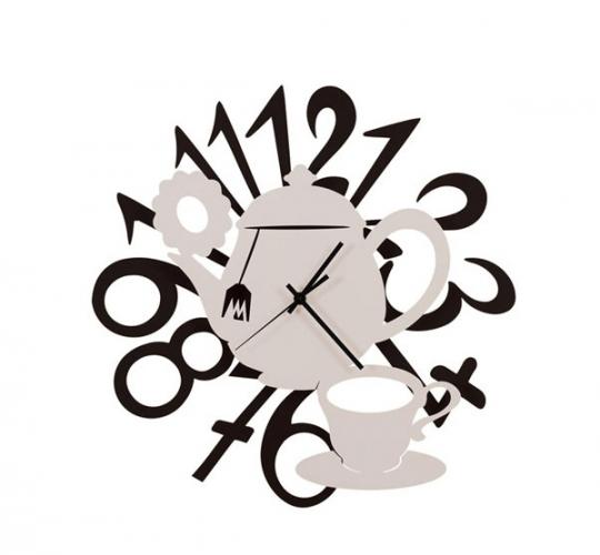 Model modern de ceas de perete cu ceainic si cescuta de ceai
