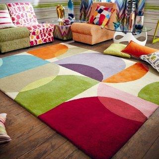 Canapea modulara colorata asoratata cu covor