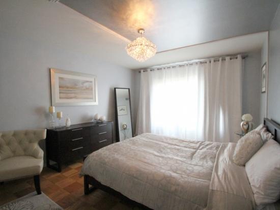 Candelabru mic cu cristale pentru un dormitor mic