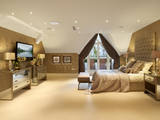 Dormitor fara lustre doar cu multe spoturi incastrate in tavan
