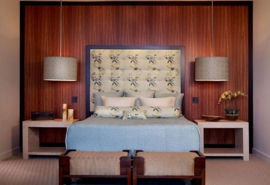 Lustre suspendate in lateralele patului