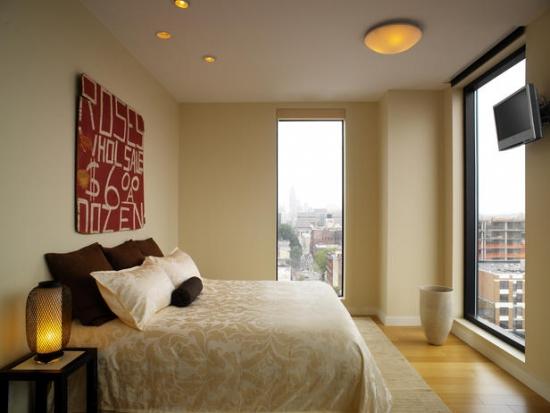 Plafoniera combinata cu spoturi ca si corpuri de iluminat pentru dormitor