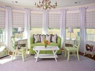 Camera pentru adolescente amenajata in culoarea lavandei si verde deschis