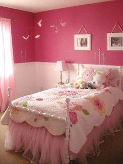 Dormior de fetite zugravit in roz cu perdeluta din voal rose