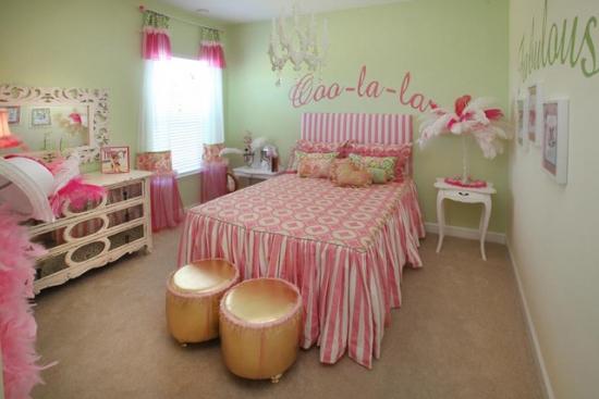 Roz si verde culori pentru un dormitor modern pentru fete