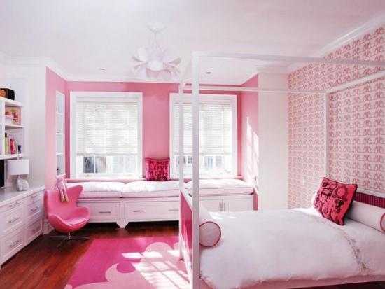 Rozuri si alb culori pentru un dormitor modern de fetite