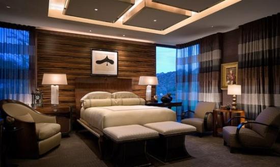 Scafe patrate luminate pozitionate pe mijlocul tavanului fals