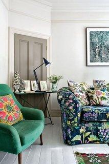 Canapea si fotoliu cu tapiterie cu tesaturi colorate