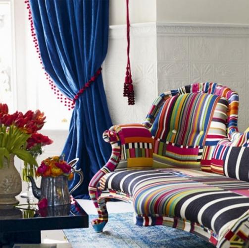 Canapea stil Ludovic tapitata cu tesaturi cu imprimeu modern