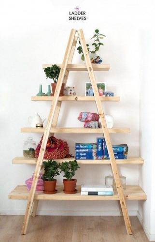 Biblioteca confectionata dintr-o scara