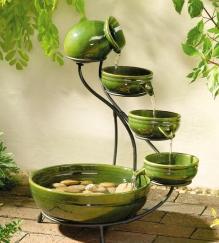 Fantana de gradina cu vase din ceramica verde