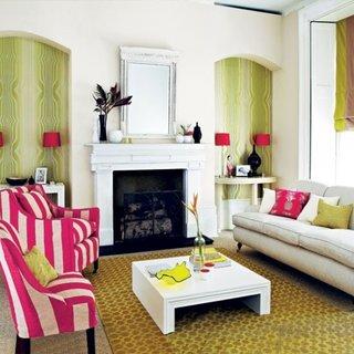 Living cu scaun si fotoliu cu tapiterie roz cu dungi albe