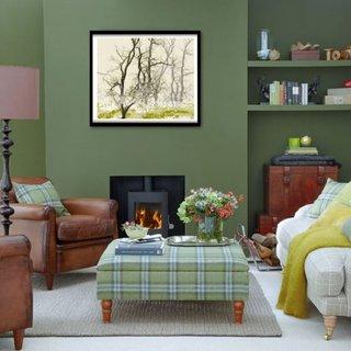Living verde inchis cu fotoliu clasic din piele maro
