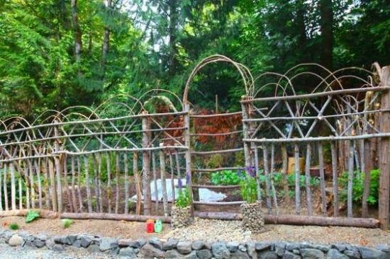 Gard natural din nuiele