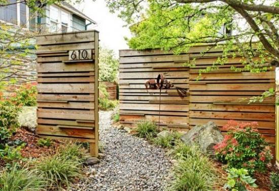 Gard prefabricat din lemn
