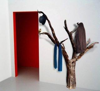 Cuier lucrat manual din trunchi de copac