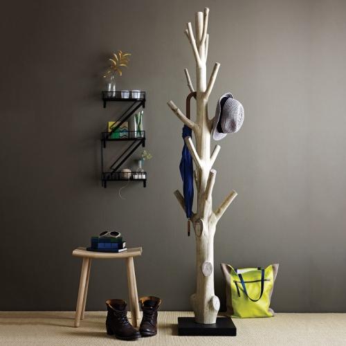 Fost copac transformat in cuier pentru hol model interesant