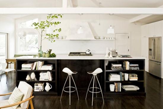Bucatarie cu mobila negru si alb