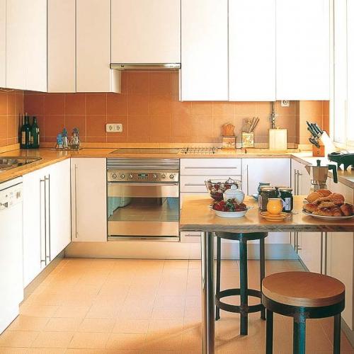 Masa compacta montata pe un perete al bucatariei mici cu mobila alba - Contemporary kitchen design creative decoration on kitchen design ideas ...