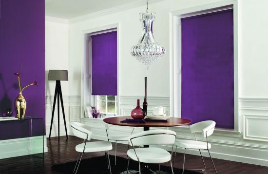 Dinning modern cu ferestre cu rolete textile culoarea prunei