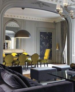 Living masa dreptunghiulara cu scaune galbene