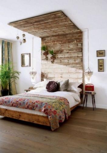 Rama de pat din lemn si tablie pana in tavan
