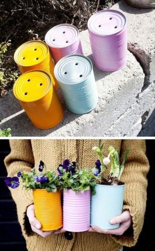 Conserve de tabla vopsite colorat si folosite ca si ghivece pentru flori