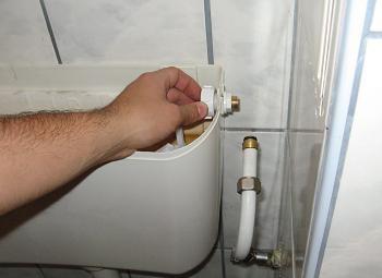 Montare flotor wc piulita