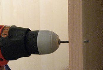 Gaurire usa sifonier cu bormasina