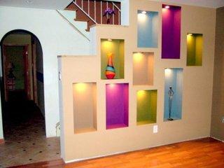 Perete despartitor scara interioara din rigips cu nise cu lumini