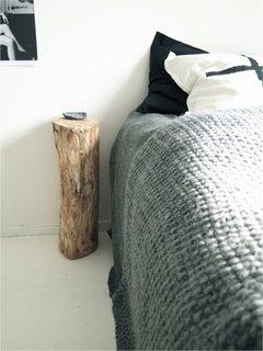 Bustean asezat in dreptul patului