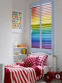 Model de oblon cu lamele colorate pentru camera de copil