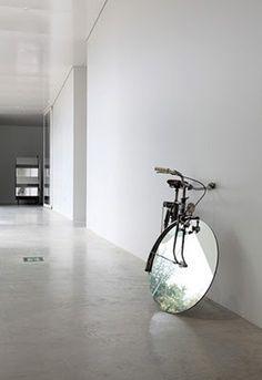 Bicicleta decorativa cu roata de oglinda