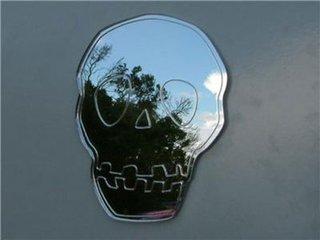 Model oglinda in forma de craniu de om