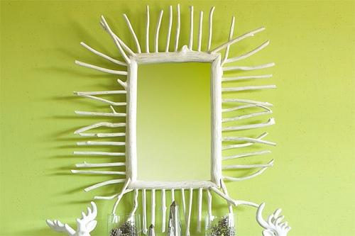 Oglinda cu rama din lemn cu ramuri