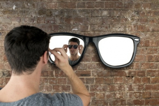Oglinda in forma de ochelari de soare