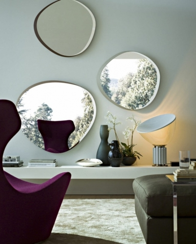 Perete cu trei oglinzi ovale