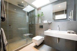 Oglinda pentru baie cu sistem de dezaburire