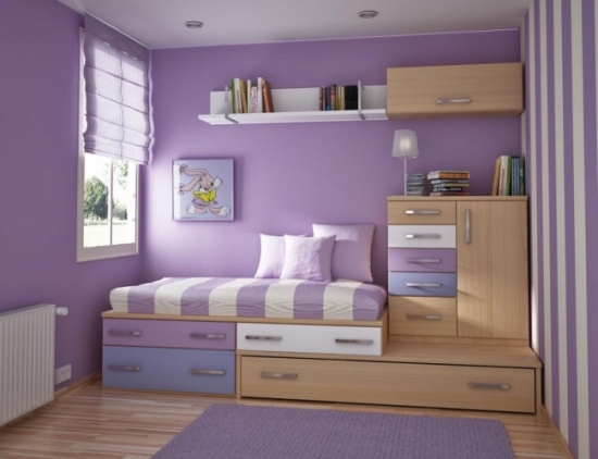 Dormitor amenajat cu mov cu pat mic cu sertare