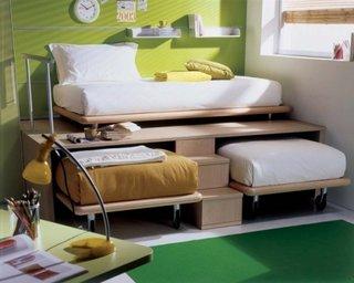 Model de pat cu platforma inaltata cu canapea deasupra si pat de dormit sub