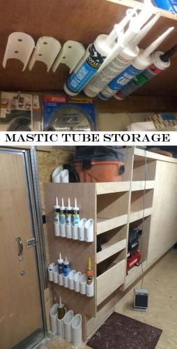 Suporturi tuburi adezivi in garaj