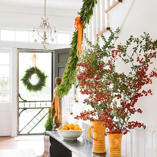 Balustrada impodobita cu ghirlanda verde naturala si panglici portocalii