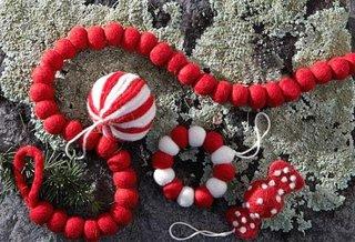 Diverse ornamente si decoratiuni pentru Craciun realizate manual din fetru