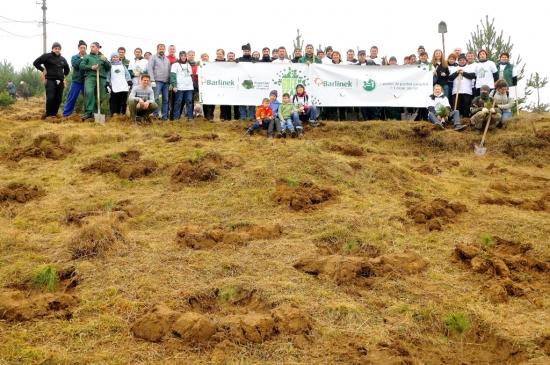 Padurea clientilor Barlinek a crescut cu peste 45.000 de copaci, in urma actiunii