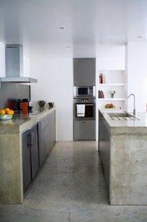 Bucatarie minimalista cu pardoseala din beton slefuit