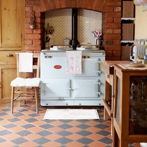 Bucatarie rustica cu pardoseala din teracota