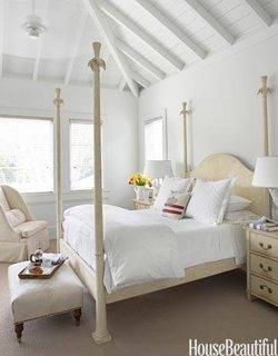Crem si alb combinatie de culori pentru dormitor